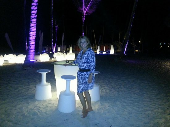 Paradisus Punta Cana Resort: Gabi Beach/Bar Fun European Vibe...Champagne on the Beach!