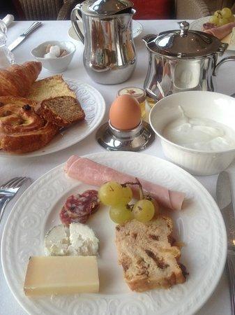 ドメン ドゥ ラ トルティニエール, 朝食