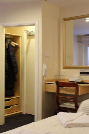 Jesmond Dene Hotel: Closet