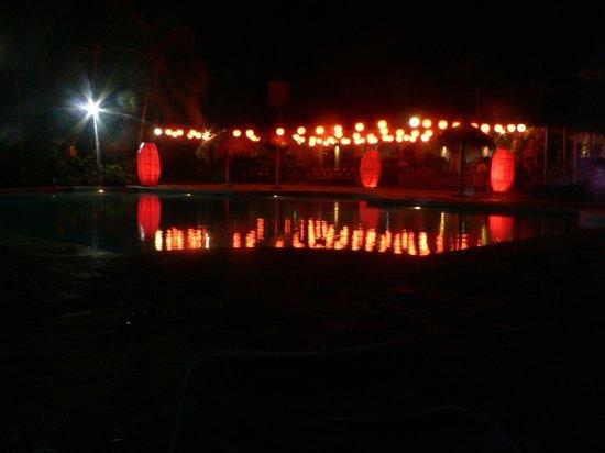 Hotel Granada: piscina el 31de diciembre con la actividad