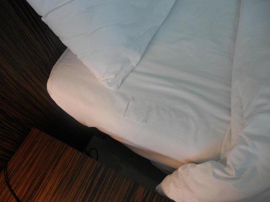 Nora Chaweng Hotel:                   Ripped sheets