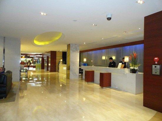 Crowne Plaza Beijing Wangfujing: Recepción del hotel