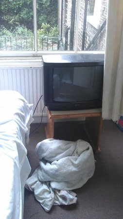 The Lonsdale Hotel:                   Broken TV