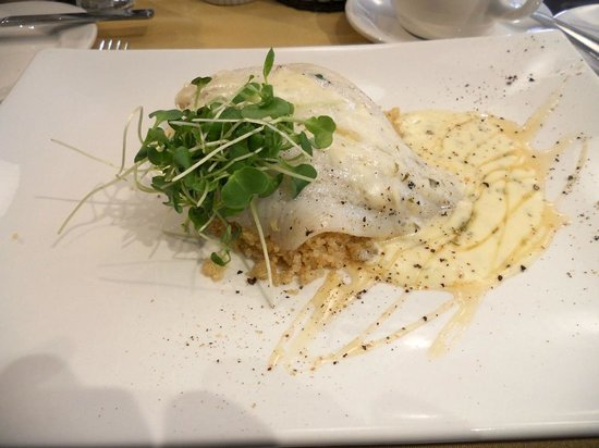 Cafe Le Hobbit: Filet de Sole, beurre blanc, lime et coriander