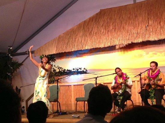 Slack Key Show : Ukelele Boys and hula
