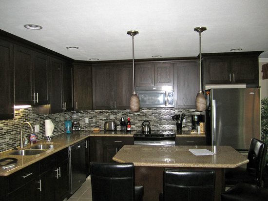 Maui Sands:                   beautiful kitchen included everything you needed!