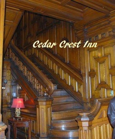Cedar Crest Inn: hall