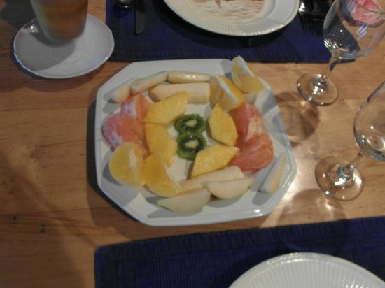 Belle Meade Bed and Breakfast:                   Breakfast -first course fruit plate