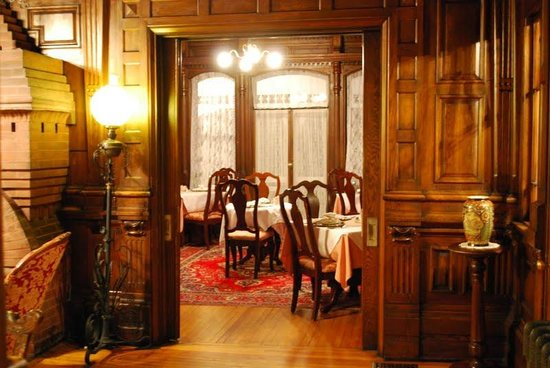 Cedar Crest Inn: breakfast area