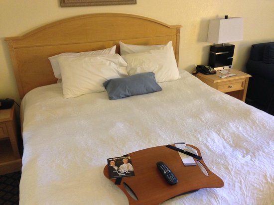 Hampton Inn & Suites San Jose: Comfortable bed