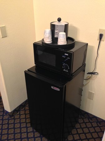 Hampton Inn & Suites San Jose: Microwave, refrigerator are very handy to have