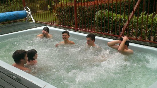 Bilpin Springs Lodge: Boys in the spa