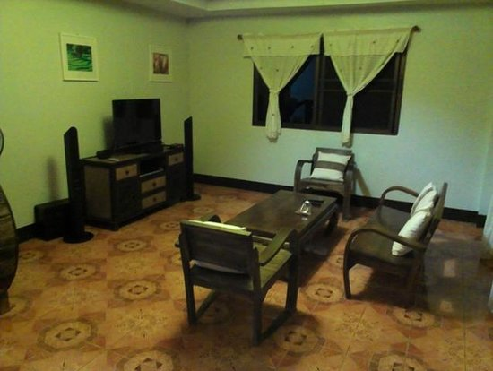 Chiang Dao Hut: 2-BR bangalow: living area