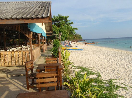 Phi Phi Long Beach Bungalow: beach