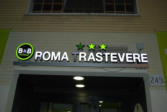 B&B Hotel Roma Trastevere: Tres estrellas ( Una de ellas apagada)