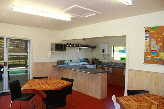 โคโรแมนเดล ท็อปเทนฮอลิเดย์ปาร์ค: coromandel top 10 new communal kitchen