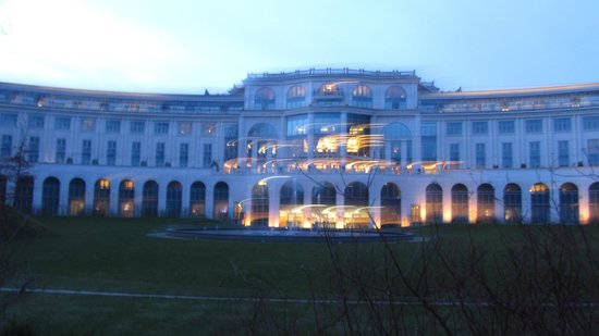 Powerscourt Hotel, Autograph Collection: bit shaky--but the hotel is lovely.