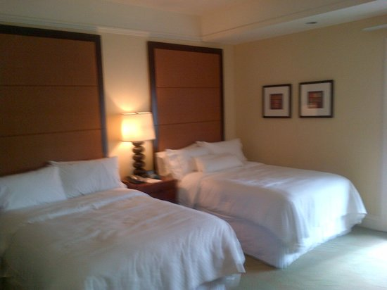 Moana Surfrider, A Westin Resort & Spa: Room Beds