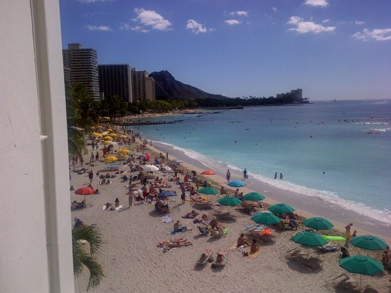 Moana Surfrider, A Westin Resort & Spa: View of Beach and Diamond Head