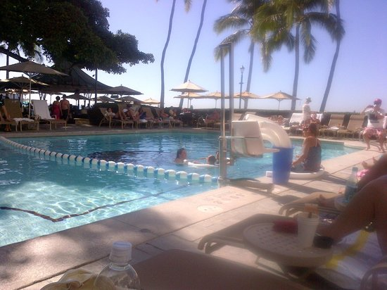 Moana Surfrider, A Westin Resort & Spa: Hotel Pool Area