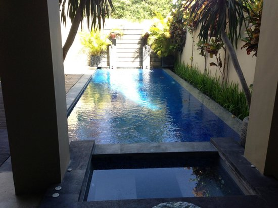 Alam Warna :                   The pool!!