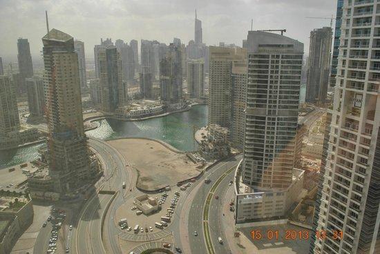 Grosvenor House Dubai:                   вид с 34 этажа второй башни