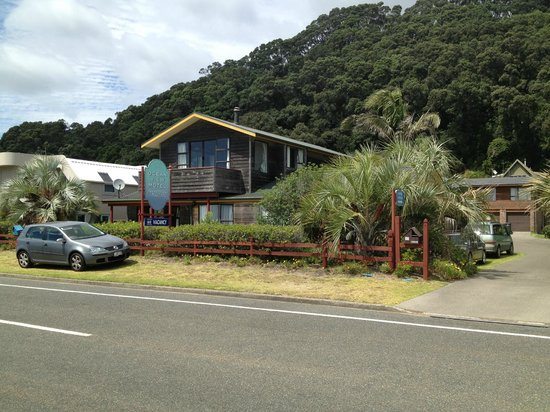 Ocean View Motel: View of front of motel