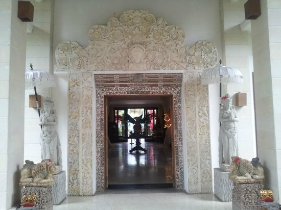 The Mansion Resort Hotel & Spa:                   Entrance to Hotel Main Building