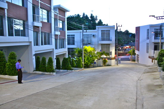 Villareal Heights: PRIVATE ESTATE ROAD LOCATION