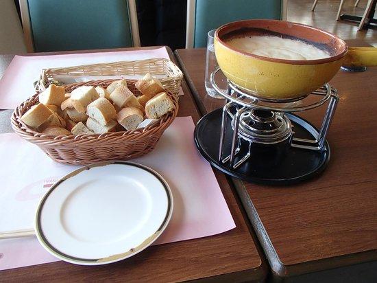 Rokkosan Hotel: 遅昼:サウスロードのチーズフォンデュ、パンが美味!