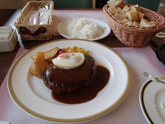 Rokkosan Hotel: 遅昼:サウスロードの神戸牛ハンバーグ