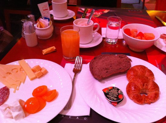 The Venetian Macao Resort Hotel: Breakfast at Cafe Deco