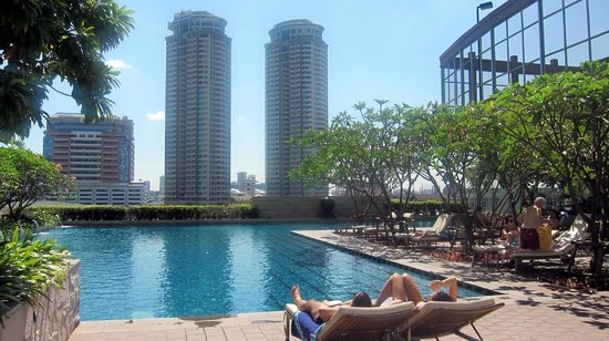 Marriott's Bangkok Empire Place:                   Swim with the View