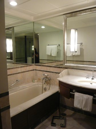 Grand Hyatt Erawan Bangkok:                   Even the not yet renovated bathroom is not too bad