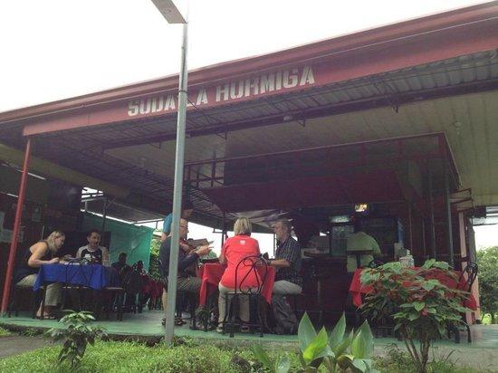 Soda La Hormiga al lado del Mega Super y la terminal de buses