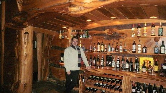 Easy Luxury Los Galgos: Hermoso Bar !!!