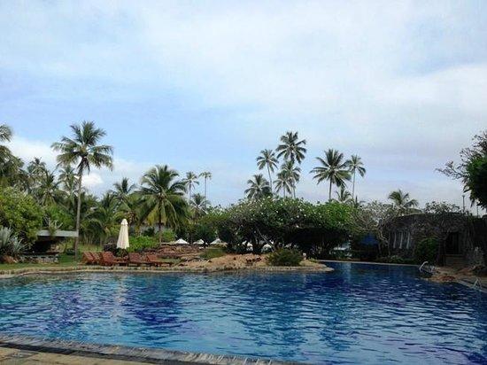 Bentota Beach by Cinnamon: Pool area