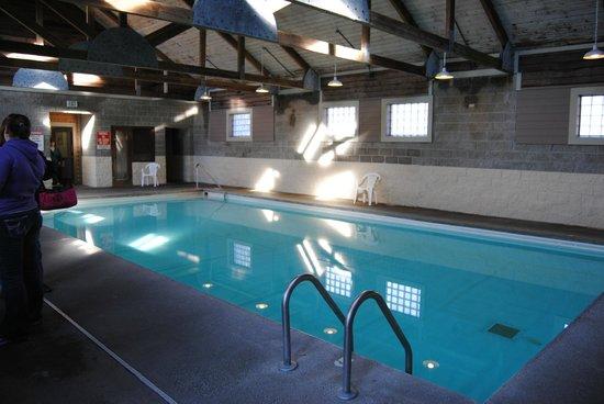 Hotel Nashville:                   Pool