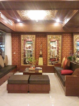 Rayaburi Hotel Patong:                   little cozy lobby