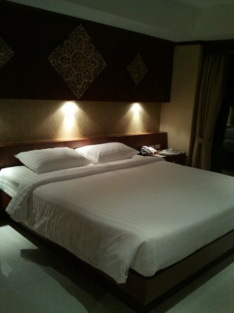 Rayaburi Hotel Patong:                   queen bed room