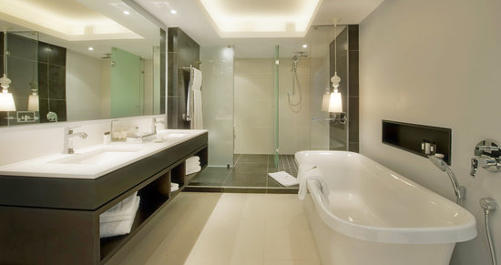 The Manor House at Fancourt : The Luxury Suite Bathroom