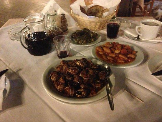 Taverna tou Zisis: Snails and giant beans