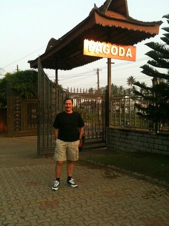 Pagoda Resorts Alleppey: At the entrance to the resort