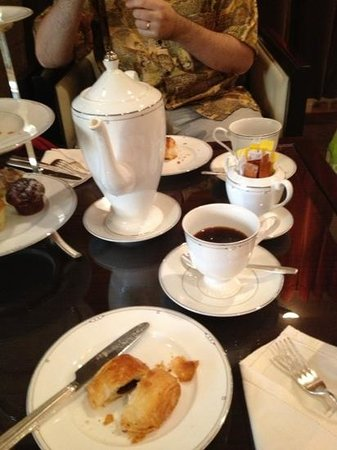 Grosvenor House Dubai:                   breakfast to amuse us while waiting for our room