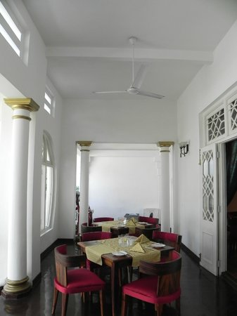 Deco On 44 : Dining area