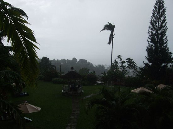 Bel Jou Hotel: View on a rainy day!