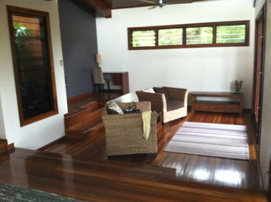 Gwinganna Lifestyle Retreat:                   villa living room