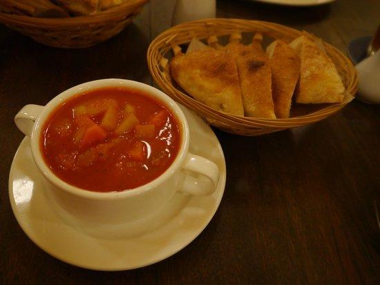 Luigi Malone's: minestrone soup