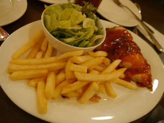 Luigi Malone's: BBQ chicken with fries