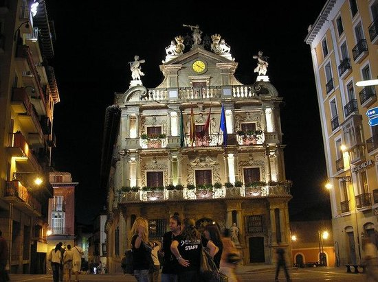 Pamplona, Spanien: Viewing at nightime is a must!